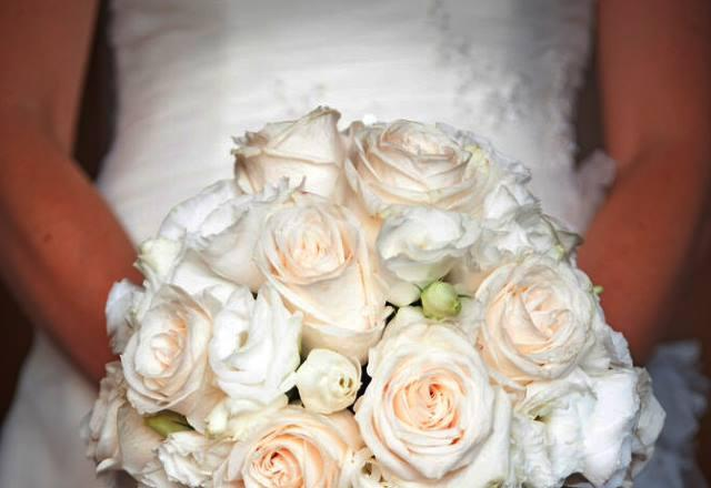 bouquet_sposa_rose_bianche