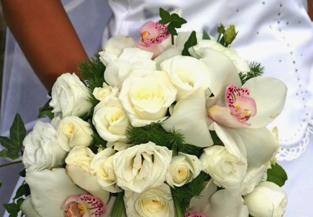 bouquet_sposa_rose_bianche_orchidee