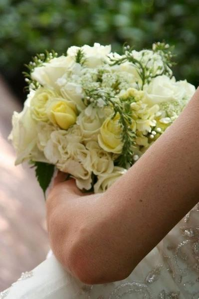 bouquet_sposa_rose_velo_da