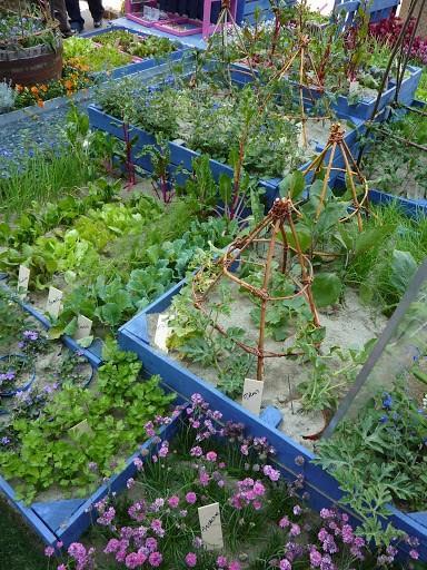 idee_bordure_e_recinzioni_fai_da_te_per_giardini_00021