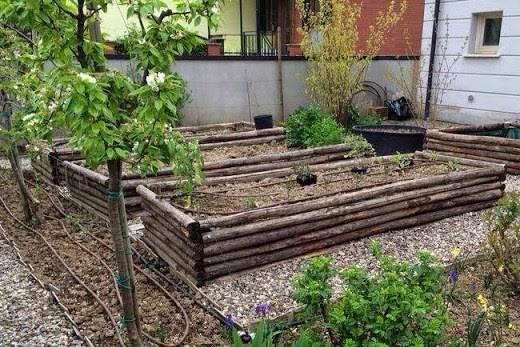 idee_bordure_e_recinzioni_fai_da_te_per_giardini_00022