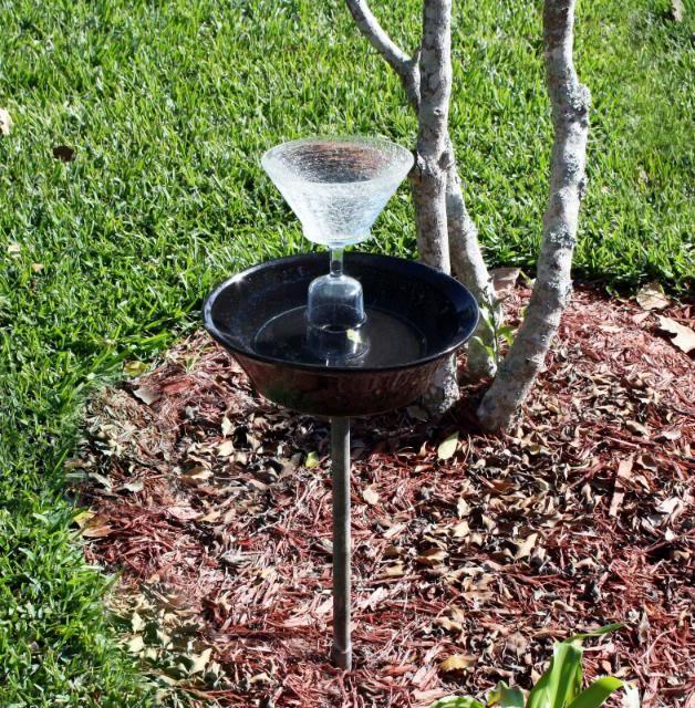 Bordure fai da te o da riciclo un quadrato di giardino for Oggetti per abbellire il giardino