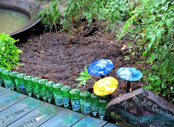 Bordure fai da te o da riciclo un quadrato di giardino for Bordure aiuole plastica
