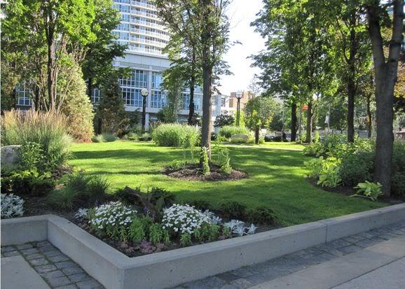 Giardino d 39 erba prato bordure ben delimitate vi va di - Giardino senza erba ...