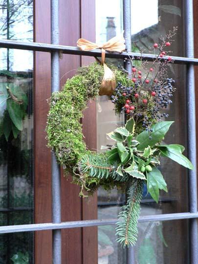 Centrotavola e addobbi di natale fai da te con ci che abbiamo in giardino - Decorazione natalizia per porta ...